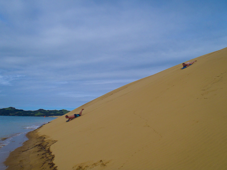 Sand-boarding-hokianga-new-zealand-speedy