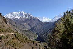 Mitten in den weissen Riesen (Alfesto) Tags: trekking wanderung nepal himalaya khumbaarea sagarmathanationalpark namche mounteverest mteverest lhotse mtamadablam tengboche thangboche