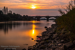 Sunset in Pirna (Bilderweise Hobbyfotografie) Tags: sonnenuntergang sunset sonnenstrahlen sonne pirna sachsen germany elbe fluss abendstimmung