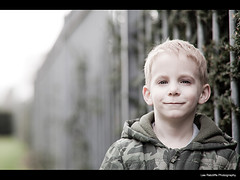 87/365 - Keiran :o) (Lee Ratters) Tags: park light portrait kids canon bristol children prime dof natural bokeh 85mm 365 f18 project365 5dmk2