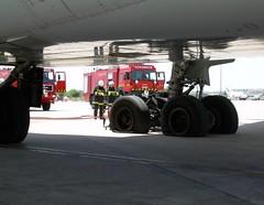 Intervención de los bomberos aeroportuarios
