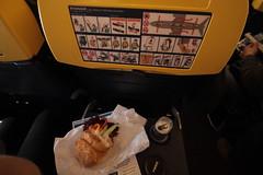 kanapeczka (Arek Olek) Tags: breakfast plane airplane aircraft sandwich aeroplane pepsi ryanair kanapka samolot niadanie