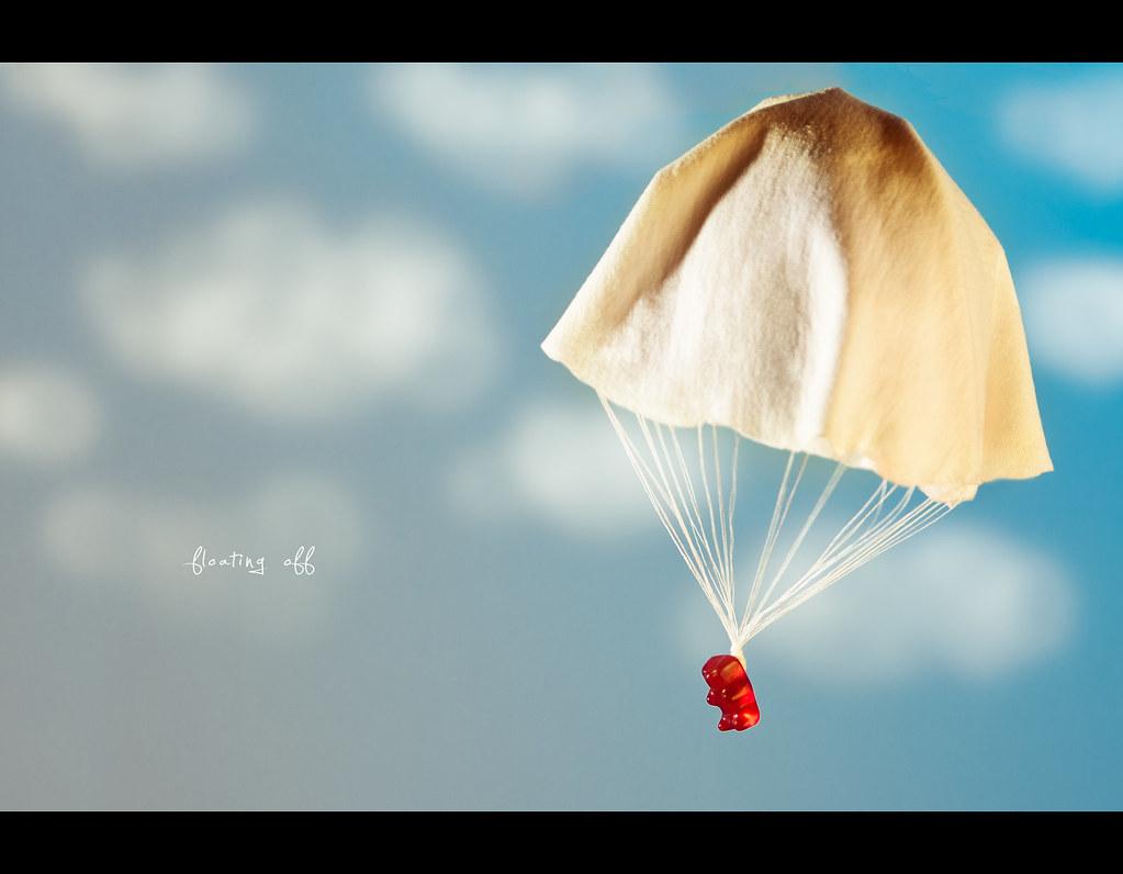 Project 365, Day 243, 243/365, Strobist, Bokeh, sky, clouds, parashoot, float, floating, down, floating off, canon ef 70-200 f2.8 is,  gummy, bears, gummy, gummi, bear, bears, Gummibär, Bär, Bärchen, haribo, Gummibärchen, Gummibären,