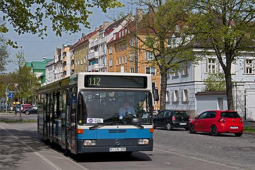 Watzingers Wagen 205 steht an der idyllisch wirkenden Ersatzhaltestelle Nordbad