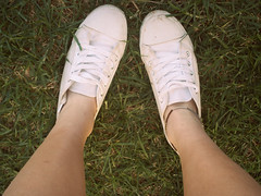 Young&Free (J.Elizabeth.B;) Tags: white green grass shoe 60s shoes lace style converse lush anklet