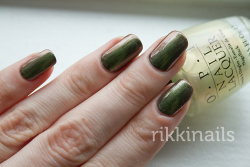 OPI Fireflies over Brucci Black Emerald 3