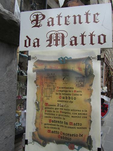 Patente da matto a Gubbio