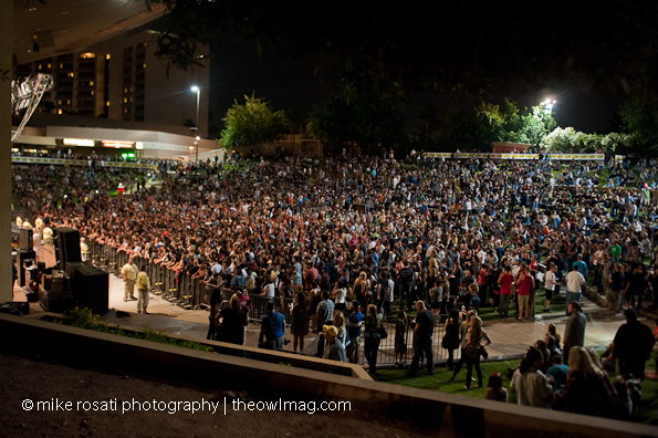 Crowd awaits The Black Keys