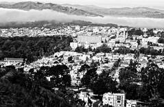 the fog over Golden Gate Bridge in San Francisco (Le Xuan-Cung) Tags: sanfrancisco california urban blackandwhite bw fog nikon streetshots streetphotography nb goldengatebridge sw nikond1x polfilter urbanshots circularfilter livinginca urbansanfrancisco lightsanddarks livinginsanfrancisco