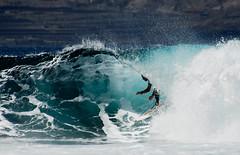 En el tubo / Gran Canaria / Explore (Marcos Rivero / Fotgrafo) Tags: grancanaria mar agua nikon surf surfer playa surfing explore gotas deporte d200 rider fondo fotgrafo hombre ola atlntico onde laspalmas espuma hueco confital ocano extremo estela acutico fuerza surfista maniobra reportaje competicin marcosrivero eneltubo