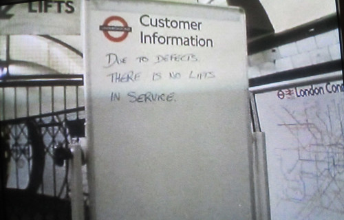 No lifts in service - Angel Tube 1989 - From Heart of the Angel