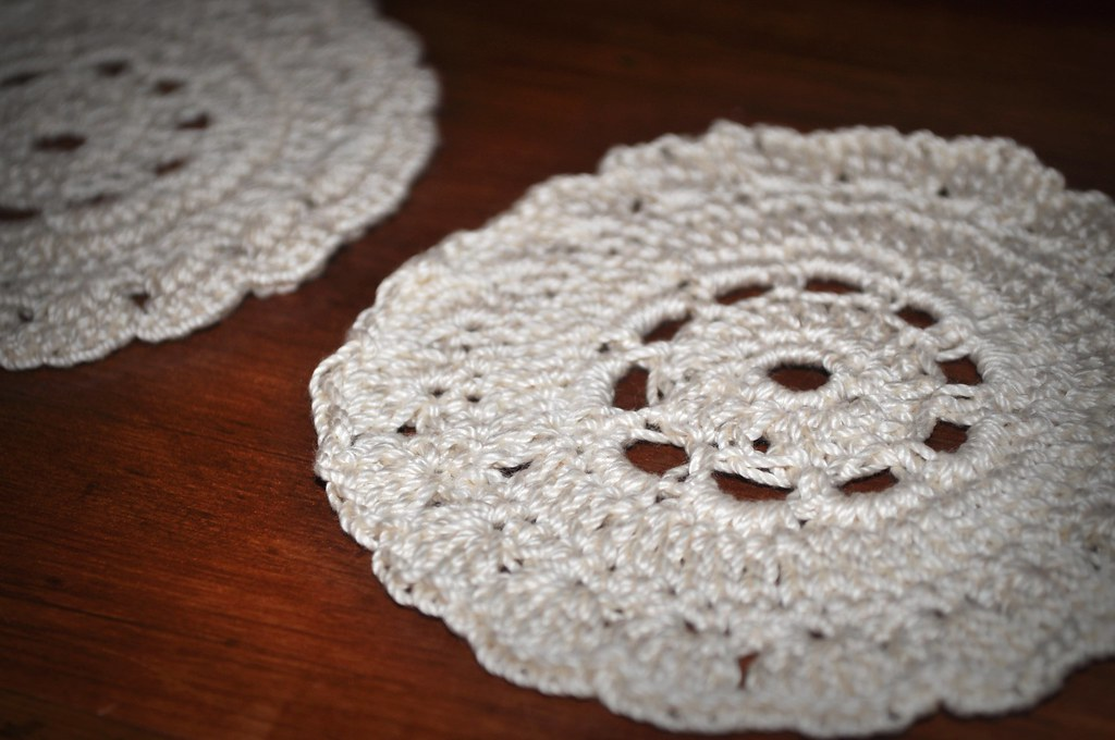 abstract splotcHes: Vintage Flower Coasters - Free Pattern