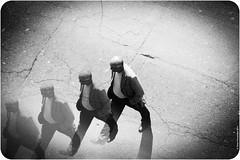 Los hombres de la calle / The street's men (tmy fernandes) Tags: street bw man art blancoynegro feet flickr arte tag galeria explore sp cult rua homem lightroom passos criatividade explorar preotebranco tamyfernandes