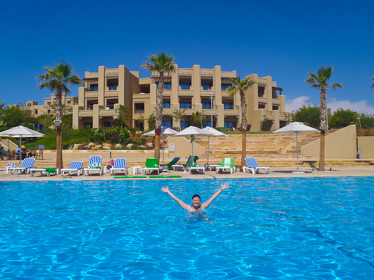 holiday inn resort pool dead sea jordan