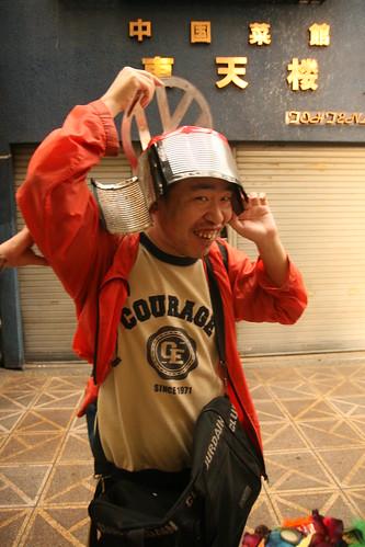 石川さんかぶとをかぶる