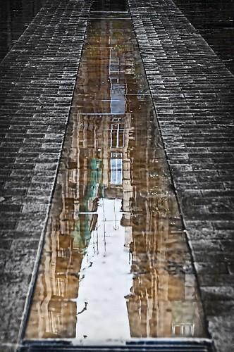 Barcelona alley by Rey Cuba