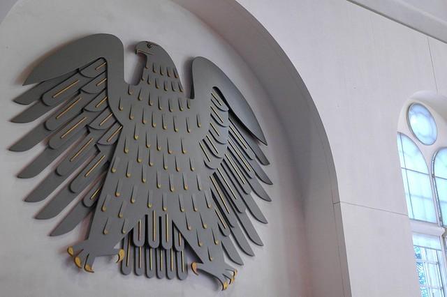 Der Bundesadler im provisorischen Bundestag im Wasserwerk zu Bonn