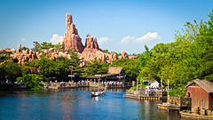 Up a Lazy River (Peter E. Lee) Tags: japan train river landscape disney canoe jp chiba raft tomsawyerisland 2010 bigthundermountainrailroad tdr tokyodisneyresort riversofamerica postcardshot tokyodisneylandresort westernland westernriverrailroad disneyphotochallenge tdlr