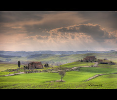 Le due sorelle (Orione Photographer) Tags: italy alberi tuscany toscana valdorcia soe hdr casolare ef70200f4is bellitalia 5dmarkii 100commentgroup cloudslightningstorms orione59 ayrc0401
