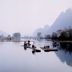streaming (einarbrochjohnsen) Tags: china guilin yangshuo hasselblad guanxi agfarsx200 autaut