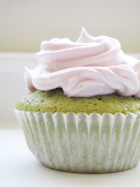Matcha and strawberry cupcakes