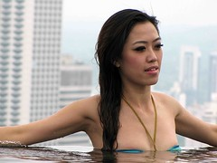 Singapore (Mangiwau) Tags: pool girl marina swimming asian island hotel bay boat singapore asia pretty resort sands accommodation singapura armpits