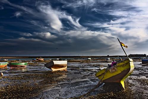 Barcas en tierra by Kaosjsi