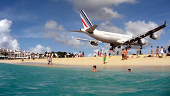 Duck your head! (fussball_89) Tags: beach plane saintmartin aircraft stmartin caribbean stmaarten sxm a340 airfrance planespotting mahobeach princessjuliana bigmomma flickrchallengegroup flickrchallengewinner thechallengefactory fotocompetitionbronze lpmovement
