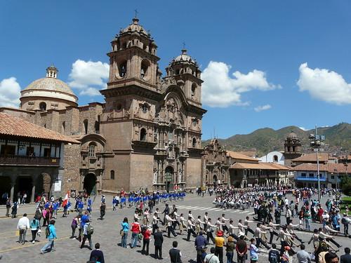 Défilé des meilleurs élèves sur la Plaza de Armas