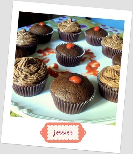 cupcakes al cioccolato con nutella frosting e salsa di fragole