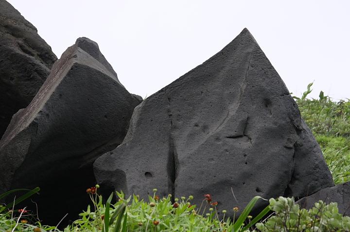 麟山鼻岬角、風稜石018