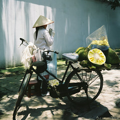 jackfruit vendor (Frozen Flame | fzflame.com) Tags: life street travel portrait people 120 6x6 tlr film rolleiflex square asia fuji culture daily vietnam viet human getty fujifilm medium format vendor ha hanoi expired asean nam noi jackfruit gettyimages outdated vendors jackfruits 160s earthasia excellent gettyimagessoutheastasiaq2