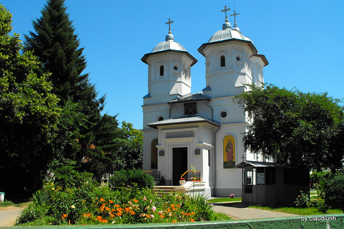 Biserica Parohiei Sfanta Treime -  Delea Veche by claudiunh