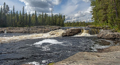 the cornice (Sergey S Ponomarev) Tags: sergeyponomarev canon 70d eos paysage paesaggio rapids tumcha north nord travel europe russia kola karjala 2016 rafting adventure panorama clouds forest woods taiga ef24105f40l murmansk                august summer leastate legno aqua fiume