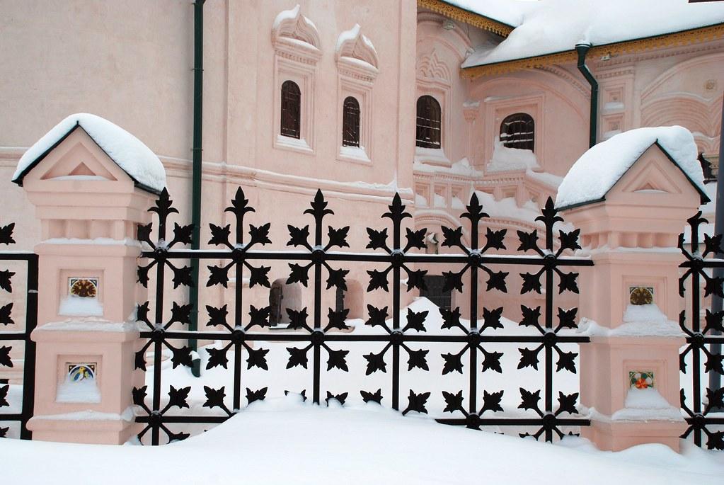 фото: Ограда под снегом