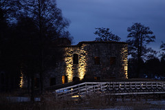 Evening in the castle (Asa Lundqvist) Tags: bridge blue naturaleza castle nature water canon landscape puente evening agua sweden natur ruin ruina sverige bro vatten castillo tarde suecia bl landskap kvll hglandet