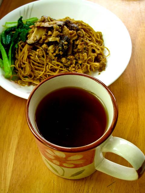 IMG_1472 Breakfast  : minced meat wanton noodle + tea . 早餐 :肉碎云吞面+ 茶