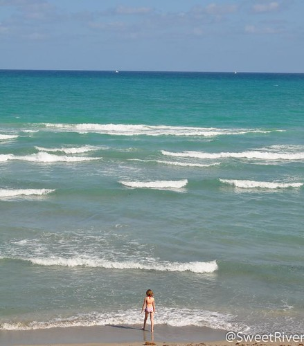 沙滩小萝莉