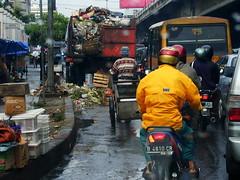 Sampah 2002-01_d1040041 (subaktyo) Tags: garbage jalan sampah fasilitas trotoar