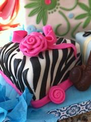 Zebra mini-cake (Divine Sweets by Martha) Tags: flowers fun sweet girly divine birthdaycake sophisticated giftbag gumpaste minicakes fondantcake presentbag giftbagcake