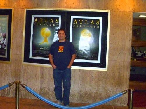 A la entrada del cine