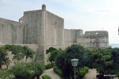 Stadtmauer von Dubrovnik Festungsmauer am Alten Hafen (HITSCHKO) Tags: unesco dubrovnik adria weltkulturerbe kroatien perlederadria dalmatinischekste kroatischesathen dubrovako