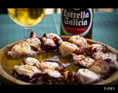 """Modo de vida"" gallego / Galician ""way of life"" (Mauricio Sanchez Rubal) Tags: summer beer cerveza galicia verano octopuss pulpo polvo obarqueiro pulpofeira galicianwayoflife"