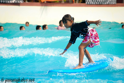 kids_surfing