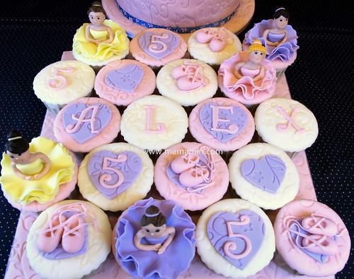 Ballerina cupcakes by Mama Min