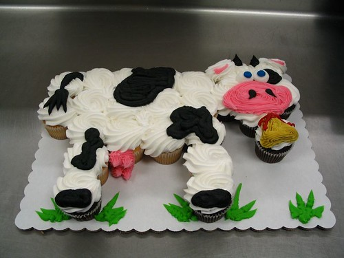 5674716115 5081edfcc8 Farm Animals for your Barnyard Cupcakes
