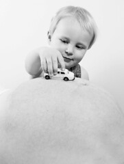 Leon (Maron) Tags: boy white playing black car pregnant maternity leon tummy supermarion marionnesje