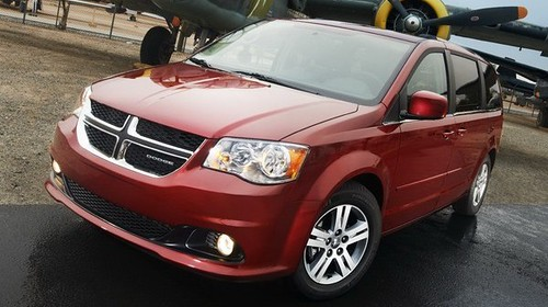 Dodge Caravan: Popular Minivan Familiar