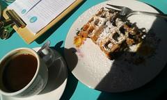 Waffel mit Puderzucker (QQ Vespa) Tags: waffel dieeisdielerin kaffee eisdiele puderzucker kln ehrenfeld schatten shadow ombre