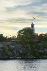 Kastellholmen (Anders Sellin) Tags: batic skrgrd sverige sweden vatten sea stockholm stersjn kastellet kastellholmen flagga hissad fred
